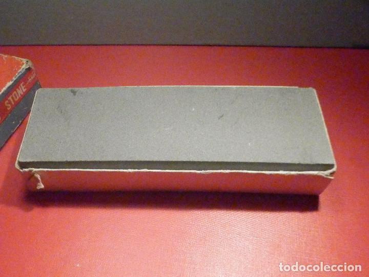 Militaria: Piedra de afilar cuchillos, navajas, etc. - Oxido de Aluminio - 2 caras - 3 x 6 x 15,5 cm - 450 gr. - Foto 2 - 275275273