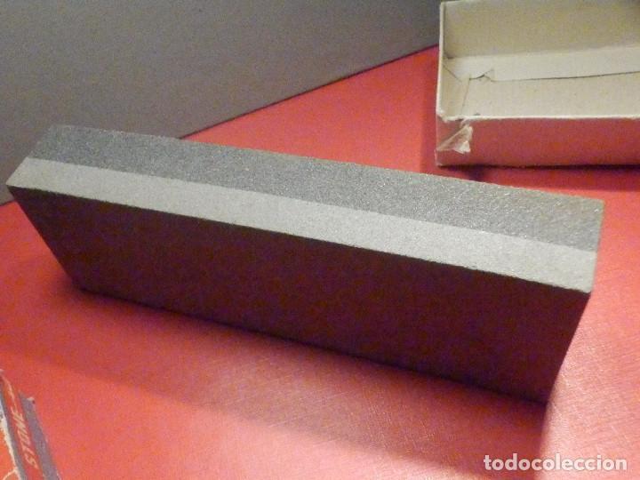 Militaria: Piedra de afilar cuchillos, navajas, etc. - Oxido de Aluminio - 2 caras - 3 x 6 x 15,5 cm - 450 gr. - Foto 3 - 275275273