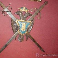 Militaria: PANOPLIA DE MADERA CON TIZONA Y COLADA. Lote 32620416