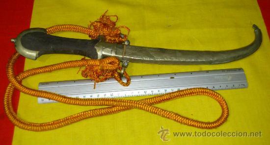 Militaria: Antigua daga o gumia Arabe.con mango de madera mide 39 cnts de largo - Foto 2 - 35321014