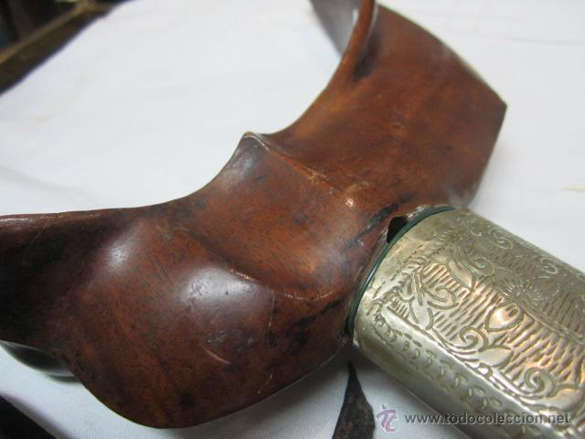 Militaria: Espada ceremonial con empuñadura de madera tallada y funda. 47 cms, - Foto 7 - 51651766