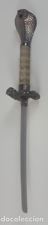 Militaria: CONJUNTO DE 3 KATANAS DECORATIVAS. KING COBRA. HOJA EN ACERO. VAINA EN MADERA. JAPÓN(?) SIGLO XX. - Foto 24 - 91937060