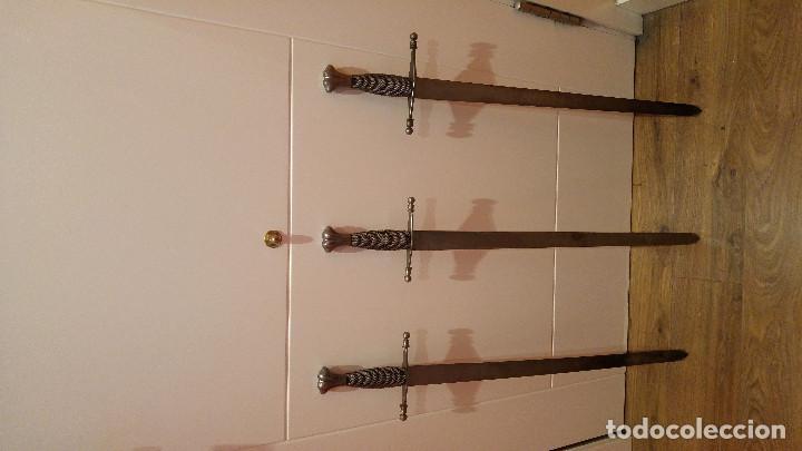 TRES ESPADAS (Militar - Armas Blancas, Reproducciones y Piezas Decorativas)