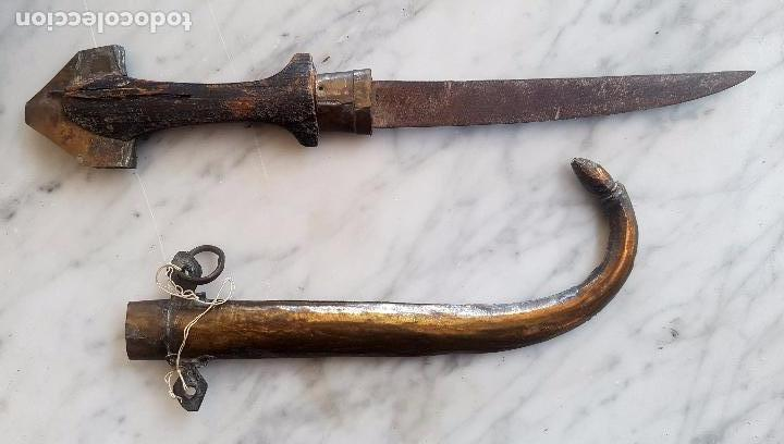 ANTIGUA GUMIA CON SU VAINA ORIGINAL (Militar - Armas Blancas Originales Fabricadas entre 1851 y 1945)