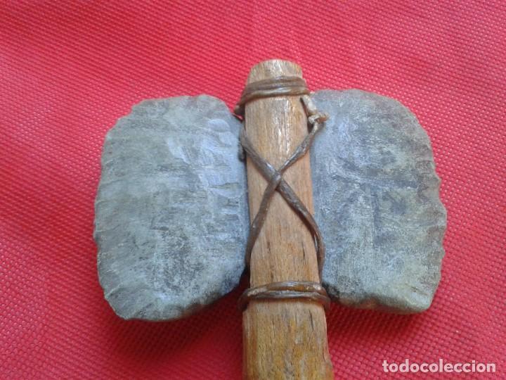 Militaria: Hacha - Pieza Única - Madera tallada, piedra tallada con asta de ciervo - Descripción y Fotos - Foto 2 - 110443423