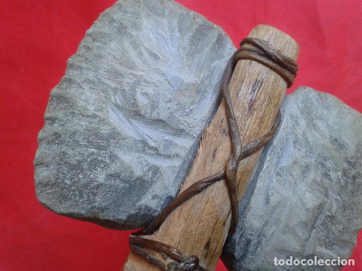 Militaria: Hacha - Pieza Única - Madera tallada, piedra tallada con asta de ciervo - Descripción y Fotos - Foto 12 - 110443423