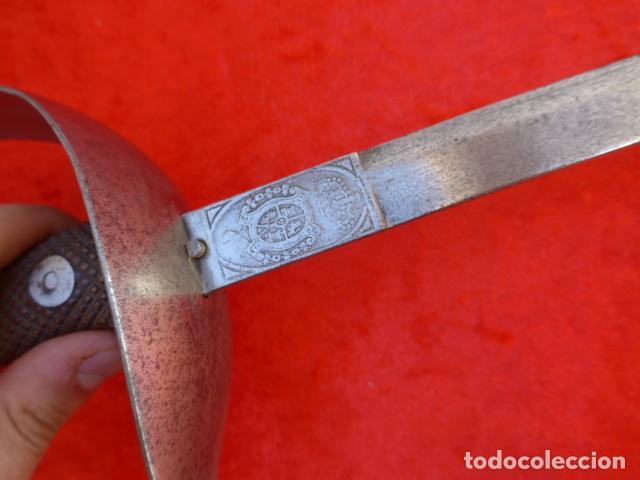 Militaria: * Antigua espada sable de carabineros de Alfonso XIII, escudo marcado en taza. Rara. ZX - Foto 8 - 114681711