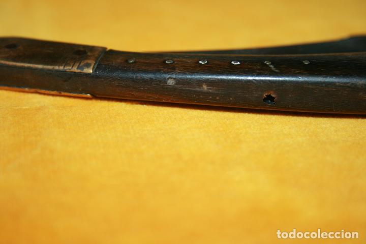 Militaria: Antigua navaja acero ,cuerno y laton, puede ser de la zona de Solsona. mide abierta 37 cms. - Foto 2 - 120347683