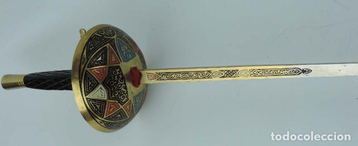 Militaria: Florete o espada esgrima, fabricado en Toledo, tal y como se ve en las fotografias puestas, mide 90 - Foto 4 - 181538218
