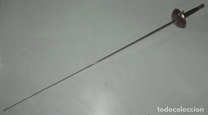 Militaria: Florete o espada esgrima, fabricado en Toledo, tal y como se ve en las fotografias puestas, mide 90 - Foto 9 - 181538218