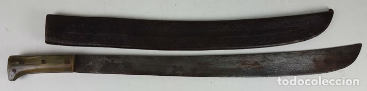 MACHETE LARGO DE SELVA. HOJA DE HIERRO. EMPUÑADURA DE ASTA. SIGLO XIX-XX. (Militar - Armas Blancas Originales Fabricadas entre 1851 y 1945)