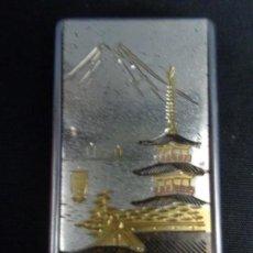 Militaria: NAVAJA CON LA REPRESENTACIÓN DEL MONTE FUJI Y EL PALACIO IMPERIAL JAPONÉS. Lote 129992163