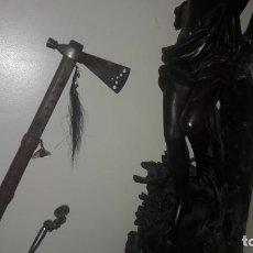 Militaria: ANTIGUA HACHA-PIPA TOMAHAWK CON PRECIOSA PÁTINA,MANGO DE MADERA CON DECORACIONES. Lote 132615138