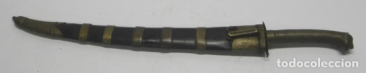 Militaria: Antiguo cuchillo o daga con empuñadura zoomorfa, zoomorfo, muy antiguo siglo XIX, con su vaina origi - Foto 10 - 133812662