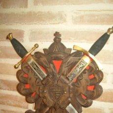 Militaria: ANTIGUO JUEGO DE PUÑAL,DAGA,CUCHILLO TOLEDO, CON DIBUJOS AL ACIDO AMBAS CARAS,DAMASQUINADO.. Lote 135613282