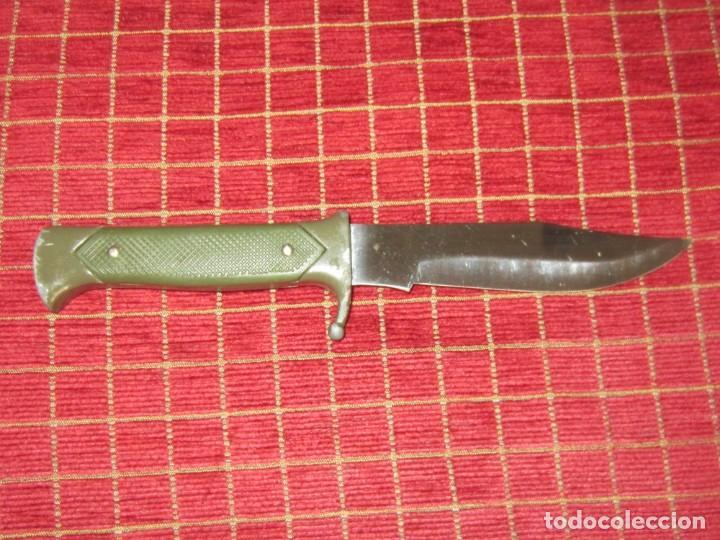 Militaria: Cuchillo de monte o campamento.Cruz Santiago. Fabricado en España. - Foto 2 - 136814162