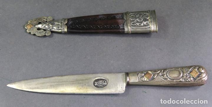 Militaria: Daga facon argentino en hierro y metal blanco con funda cuero Juca Tandil Argentina siglo XX - Foto 2 - 139974350