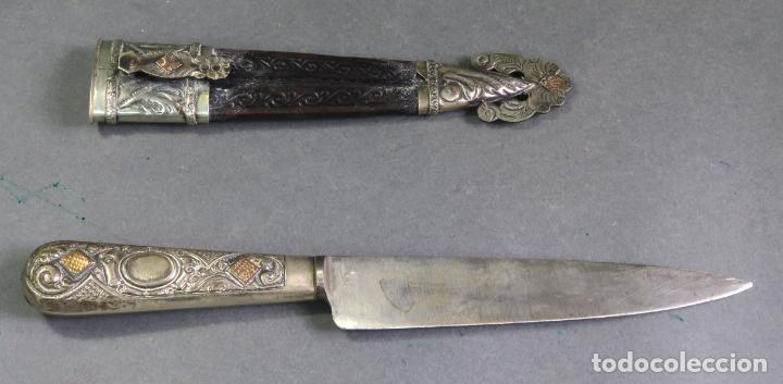 Militaria: Daga facon argentino en hierro y metal blanco con funda cuero Juca Tandil Argentina siglo XX - Foto 6 - 139974350