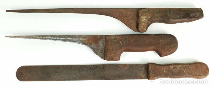 SET DE 3 CUCHILLOS DE COCINA. ACERO CONMANGOS DE MADERA. SIGLO XIX-XX. (Militar - Armas Blancas Originales Fabricadas entre 1851 y 1945)