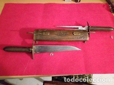 ANTIGUO SET DE CAZADOR PUÑAL Y TRINCHADOR CON FUNDA DE MADERA (Militar - Armas Blancas Originales de Fabricación Posterior a 1945)