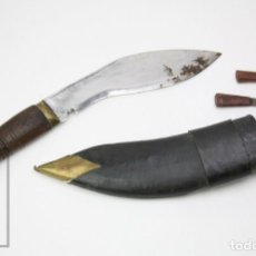 Militaria: CUCHILLO KUKRI, BRIGADA DE GURKHAS, NEPAL - GURKHA ARMY, NÚM. 2604 - EMPUÑADURA DE MADERA TALLADA. Lote 147859982