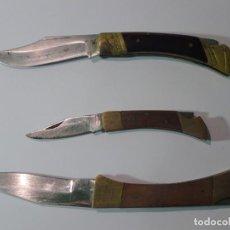 Militaria: LOTE DE 3 ANTIGUAS NAVAJAS , MANGO MADERA Y LATÓN, VER FOTOS. Lote 147954814