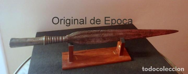 (JX-190209)LANZA FILIPINA, ÉPOCA COLONIAL , HIERRO Y BRONCE , MARCAS EN LA HOJA . (Militar - Armas Blancas Originales Fabricadas entre 1851 y 1945)