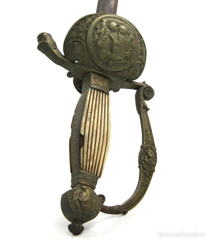ANTIGUA ESPADA 89 CM. DE LARGO TOTAL, MARCAS EN LA HOJA, VER FOTOS ANEXAS. (Militar - Armas Blancas Originales de Fabricación Anterior a 1850)