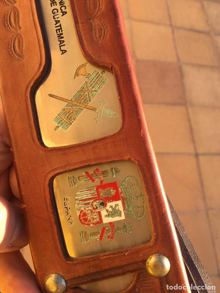 Militaria: Rarisimo machete grabado para oficial de la guardia civil por su ayuda en Guatemala, original. - Foto 5 - 151235750
