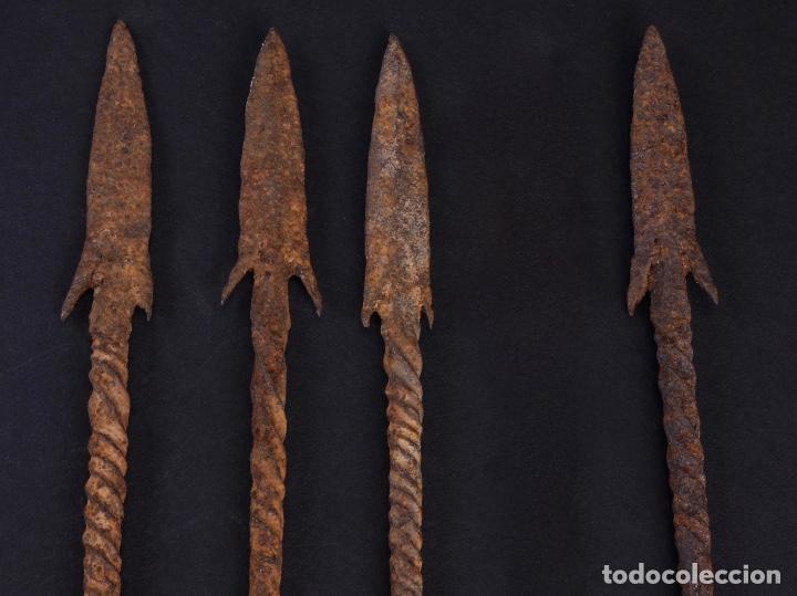 PUNTAS DE FLECHAS SUBSAHARIANAS LOTE DE CUATRO. SIGLO XVIII (Militar - Armas Blancas Originales de Fabricación Anterior a 1850)