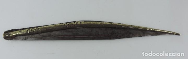 Militaria: Grandisima Navaja de Santa Cruz de Mudela, hacia 1870. Mango de madera totalmente cubierto en latón - Foto 2 - 155737470