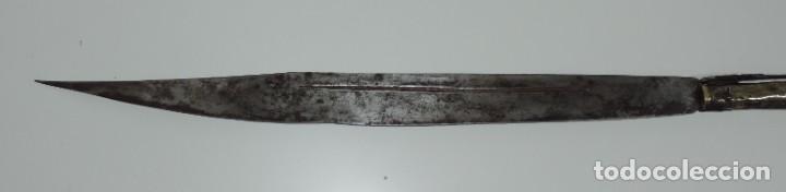Militaria: Grandisima Navaja de Santa Cruz de Mudela, hacia 1870. Mango de madera totalmente cubierto en latón - Foto 4 - 155737470