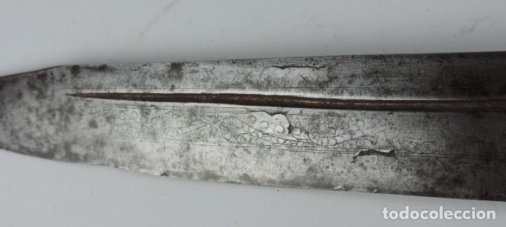 Militaria: Grandisima Navaja de Santa Cruz de Mudela, hacia 1870. Mango de madera totalmente cubierto en latón - Foto 5 - 155737470