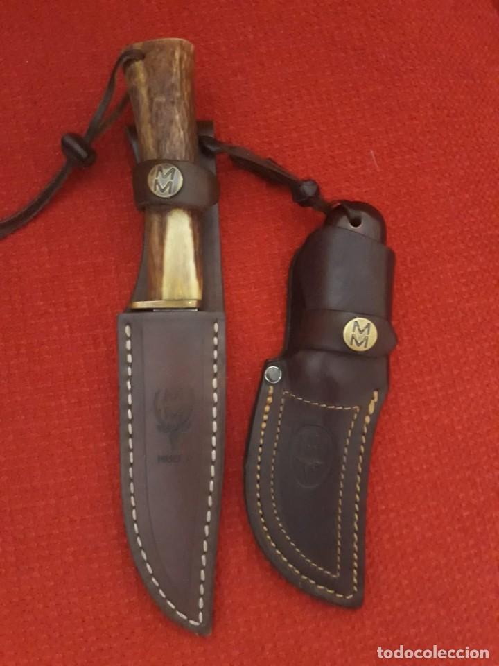 PAREJA CUCHILLOS DE CAZA CON FUNDAS DE PIEL (Militar - Armas Blancas, Reproducciones y Piezas Decorativas)