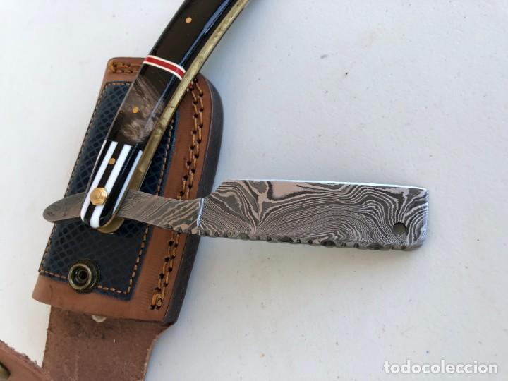 Militaria: navaja de afeitar UNICA. en acero damasco y mango cuerno de bufalo y muy trabajado- + funda.sin usar - Foto 2 - 167764104