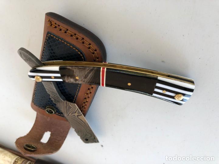 Militaria: navaja de afeitar UNICA. en acero damasco y mango cuerno de bufalo y muy trabajado- + funda.sin usar - Foto 4 - 167764104