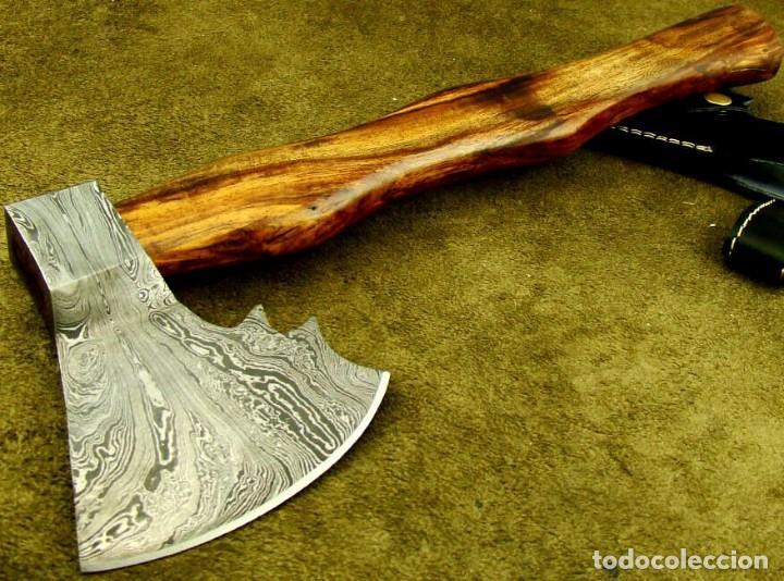 Militaria: hacha en acero de damasco artesanal. 40,25cm largo, mango madera de rosal - Foto 3 - 170321868