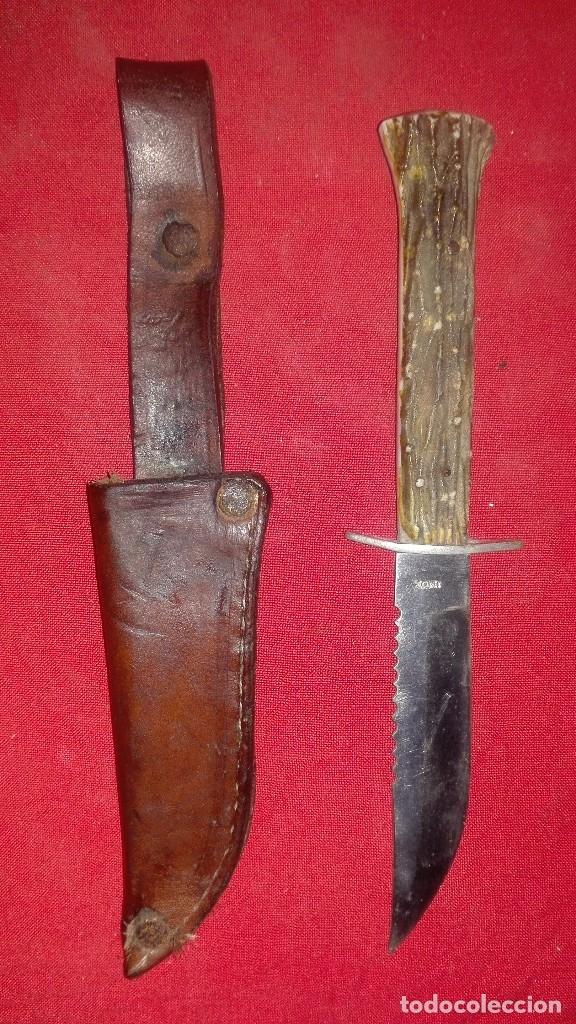 PUÑAL DE CAZA ANTIGUO. (Militar - Armas Blancas Originales de Fabricación Posterior a 1945)