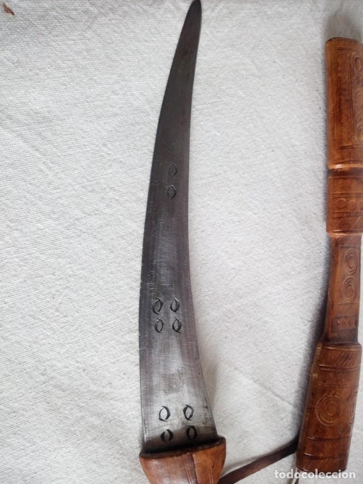 Militaria: Antigua daga con vaina de cuero,decoraciones en la hoja. - Foto 5 - 173931839