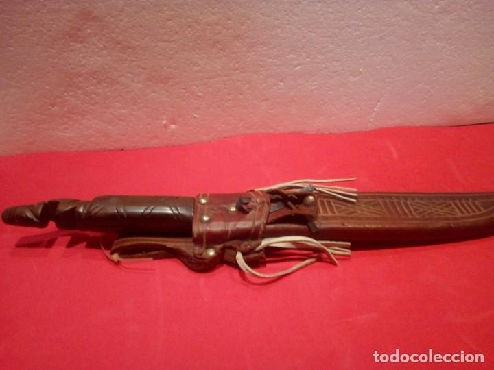 ANTIGUO MACHETE DOMINICANO CON FUNDA EN PIEL (Militar - Armas Blancas Originales de Fabricación Posterior a 1945)