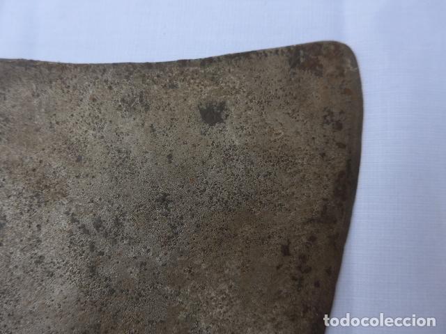 Militaria: * Antigua hacha con marcajes, resoldada y con mango original pero suelto. ZX - Foto 6 - 176619638