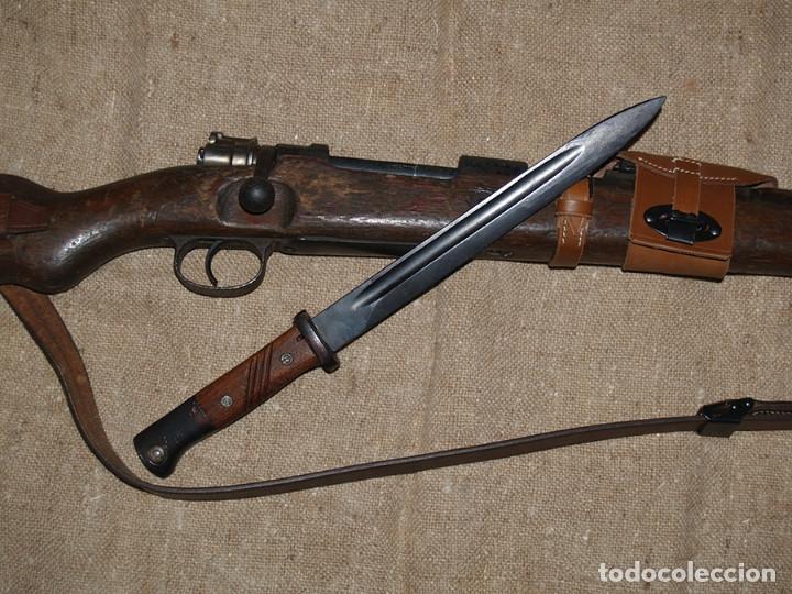 BAYONETA MAUSER K98, CACHAS DE MADERA ACANALADA (Militar - Armas Blancas Originales Fabricadas entre 1851 y 1945)