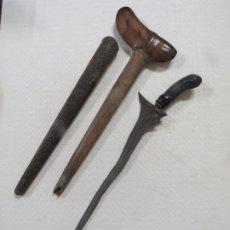 Militaria: DAGA KRISS FILIPINO HOJA FLAMEADA DAMASQUINA CON FUNDA Y VAINA DE BRONCE CINCELADA,FINAL SIGLO XVIII. Lote 181718835