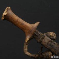 Militaria: ANTIGUA DAGA O CUCHILLO AFRICANO MANGO DE MADERA AFRICA SIGLO XIX. Lote 187207365