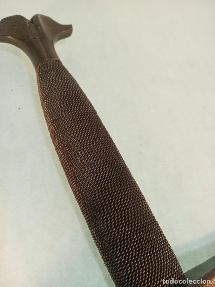 Militaria: Enorme espada de 126 cm. de longitud.Hoja grabada con escudo. Pieza artesanal. - Foto 8 - 189296328