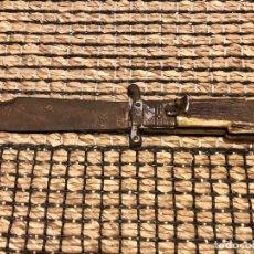 Militaria: ANTIGUA NAVAJA GRABADO EN HOJA FABRICA DE TOLEDO - CON EXTRACTOR DE CARTUCHOS C12 C16 - 1940. Lote 213467332