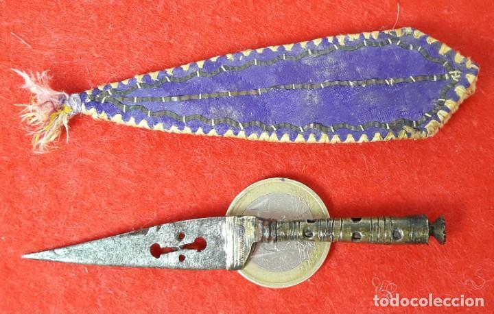 PEQUEÑO , MINIATURA CUCHILLO O DAGA CON FUNDA DE ALBACETE - S. XIX (Militar - Armas Blancas Originales Fabricadas entre 1851 y 1945)