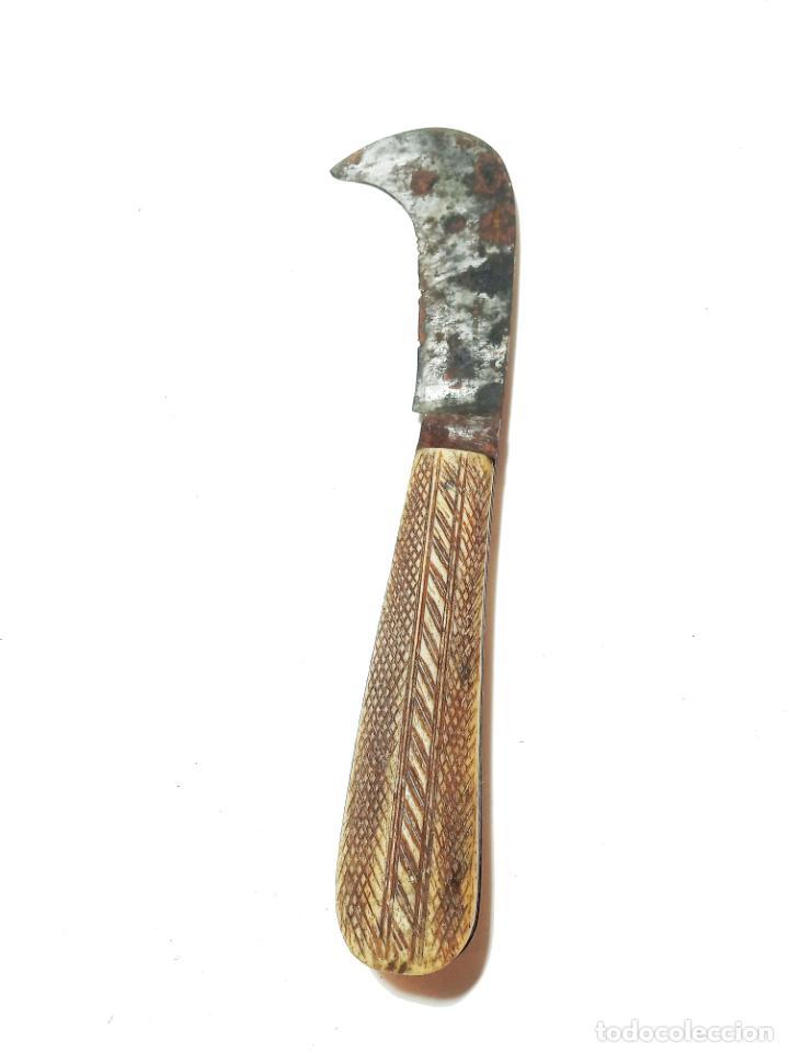 Militaria: Bella navaja curva con cachas de hueso grabado. Marca Würxth. Alemania. Siglo XIX. - Foto 2 - 219367410
