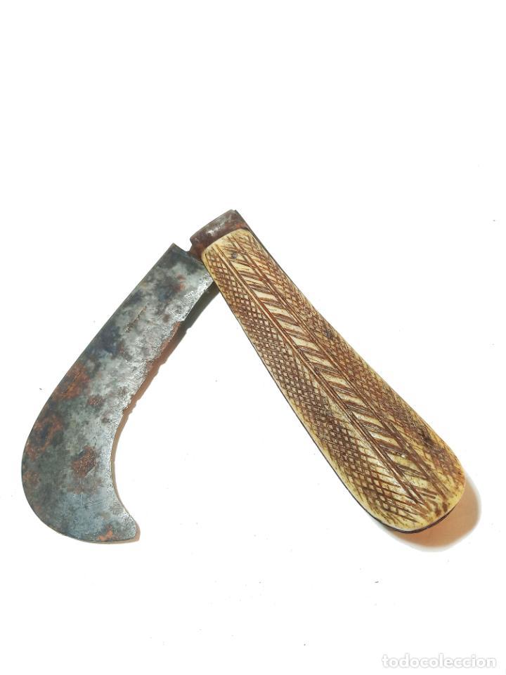 BELLA NAVAJA CURVA CON CACHAS DE HUESO GRABADO. MARCA WÜRXTH. ALEMANIA. SIGLO XIX. (Militar - Armas Blancas Originales de Fabricación Anterior a 1850)