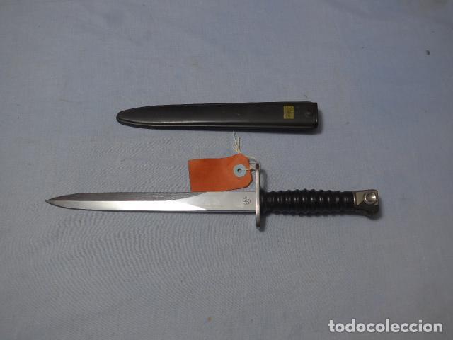 * ANTIGUA BAYONETA SUIZA DE COMBATE, ORIGINAL. ZX (Militar - Armas Blancas Originales de Fabricación Posterior a 1945)